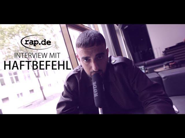 HAFTBEFEHL über seine Tour, Major Labels und den Azzlacksampler (rap.de-TV)