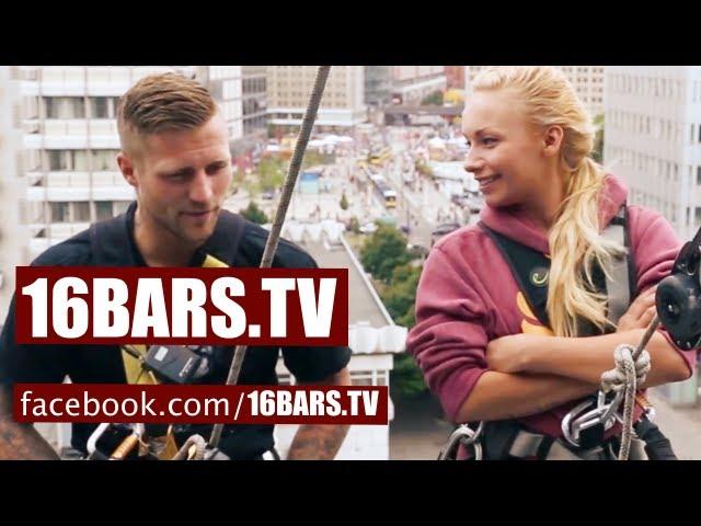Kontra K & Visa Vie beim Fassadenklettern (16BARS.TV)