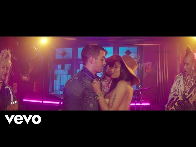 DNCE, Nicki Minaj - Kissing Strangers